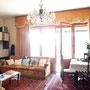 gemütliches Wohnzimmer mit Essbereich