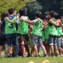 青空の下、神奈川県立戸川公園でスポーツ鬼ごっこ