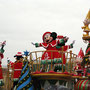 ディズニーランドのクリスマスのパレード