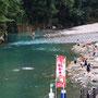 川湯温泉を楽しむ人々(和歌山県)