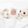 Baby mit Teddybären