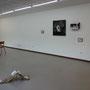 Premier plan, installation de Laurène Buchheit. Arrière plan gauche, installation de Guillaume Cochinaire et tableau de Benoît Meyer.
