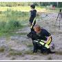 спасателю дают последние инструкции