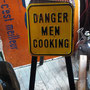 Affiche & table avec pattes pliantes Danger Men Cooking  no. 710-A