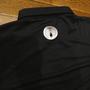 地元熊野の老舗商店3代目さんから家紋を入れたポロシャツを作りたいということで背中と袖にシルバーのプリントをして完成したものです。 3代目さんちの家紋は「丸に抱き茗荷」というもので、自身あまり知りませんでしたが結構有名な家紋のようで十大家紋の一つに数えられていて、神社や寺で使用されることも多い紋のようですね。 日本固有の文化でもある「家紋」。大事にしたいものですね♪