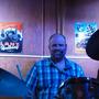 Roman am Schlagzeug