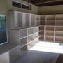 壁面を本棚に。こちらのご主人は大変な読書家で膨大な量の書籍をお持ちです。