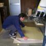 ミヤモトがテーブルを手作りします。天板はシナランバーコアt24の3×6板。その板を910×1000にカット。テーブル脚はスチールです。