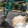 砂利を敷き詰め