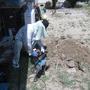 水道屋さんの掘る作業はまだまだ続いています。