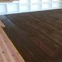 最後に床を着色します。こちらも天井と合わせてダークブラウンに。
