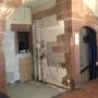 Ein neuer Betonboden wird gegossen.