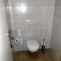 Fester Sitz des Deckels. Aber: Das gastronomisch dünne Toilettenpapier mißviel dem Euroman.
