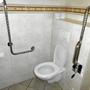 Behinderten gerechte Toilette.