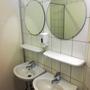 Selten gesehen: Zwei Waschbecken!