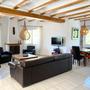 Wohnbereich mit Satelliten-TV