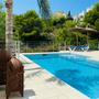 Swimmingpool mit römischer Treppe