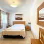 Bedroom 4 - lower floor - double bed (1,60 m)