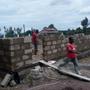 Ein dritter Klassenraum wird an die Sanya Hoye Primary School angebaut, März 2018