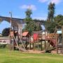 Spielplatz im Dorfzentrum von und Aussichtspunkt auf der Borner Brücke