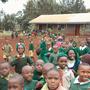 Wir, Muzungu's (Weisse) besuchen eine Schule