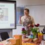 Religionslehrer Otto Lomb, Schulleiterin Jutta Tschakert, Staatsministerin Lucia Puttrich