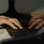 Betin Güneş - Hände und Klavier