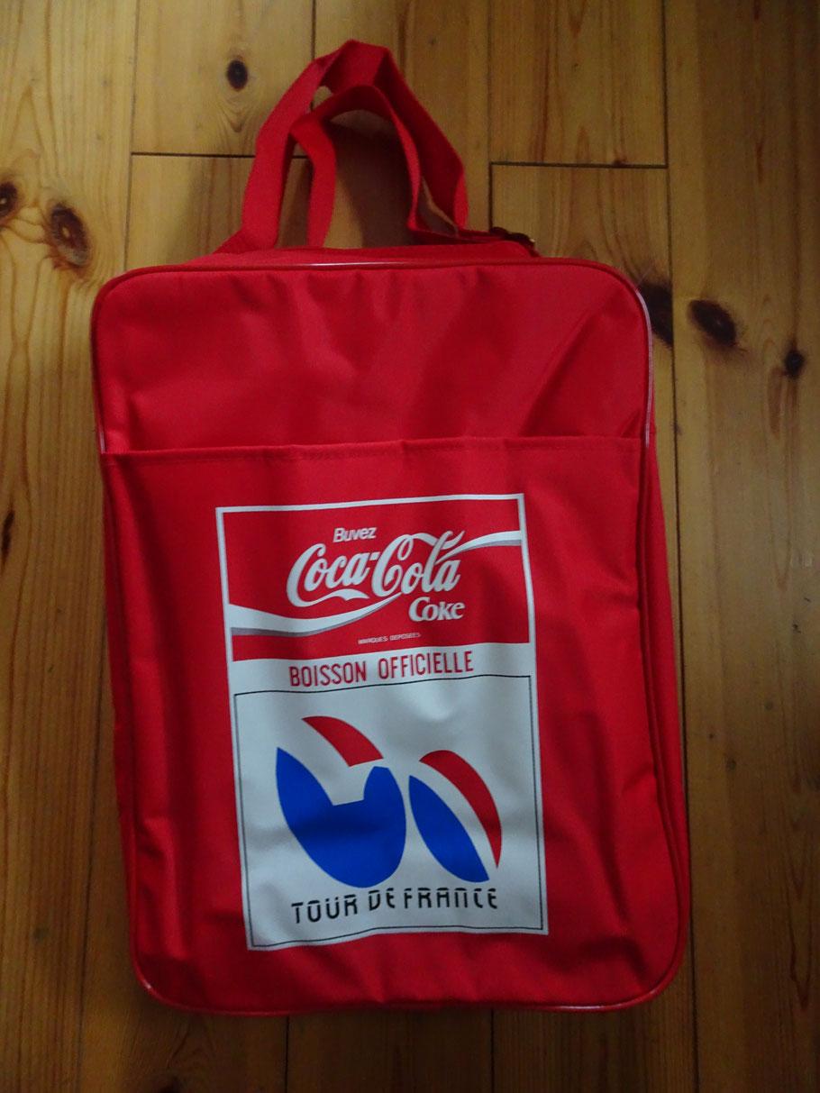 Sponsor Coca-Cola verschenkte praktische Kühltaschen