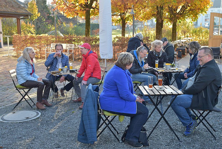 Die Gäste konnten Dank dem tollen Herbstwetter draussen den DANKESCHÖNAPERO geniessen!