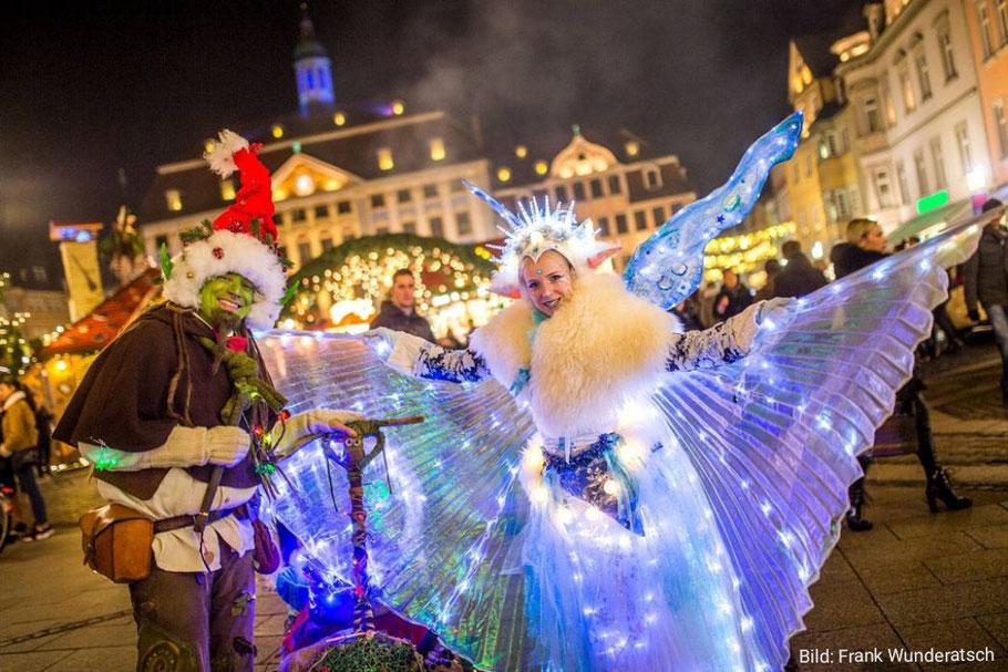 Der Weihnachtstroll und die Scheeelfe erleuchten dunklen Wintertage und sind ein Highlight auf jedem Weihnachtsmarkt!