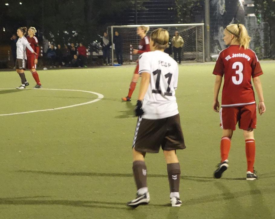 Zwei Stürmerinnen = vier Tore. Linda Sellami und Ann-Sophie Greifenberg bekam Jesteburg nie in den Griff.
