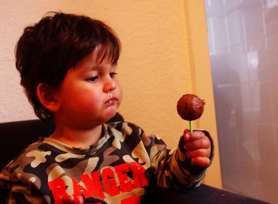 Skeptischer Testesser: Und das soll jetzt schmecken? ;-), Foto: M. Steuer