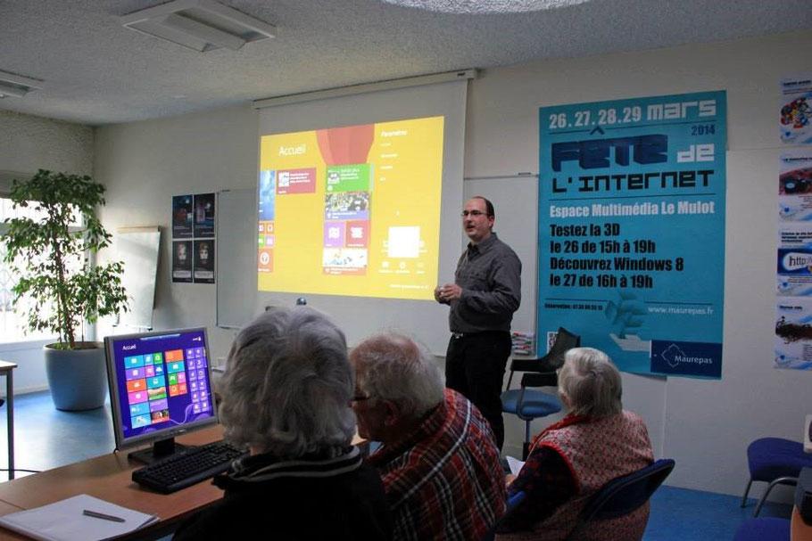 Présentation de Windows 8 au Mulot de la mairie de Maurepas le 27 mars 2014 pour la fête de l'Internet.
