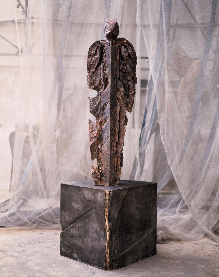 Cœur d'argile, 1999, bronze II/VIII, 230 x 95 x 95 cm © Mathilde de Torhout