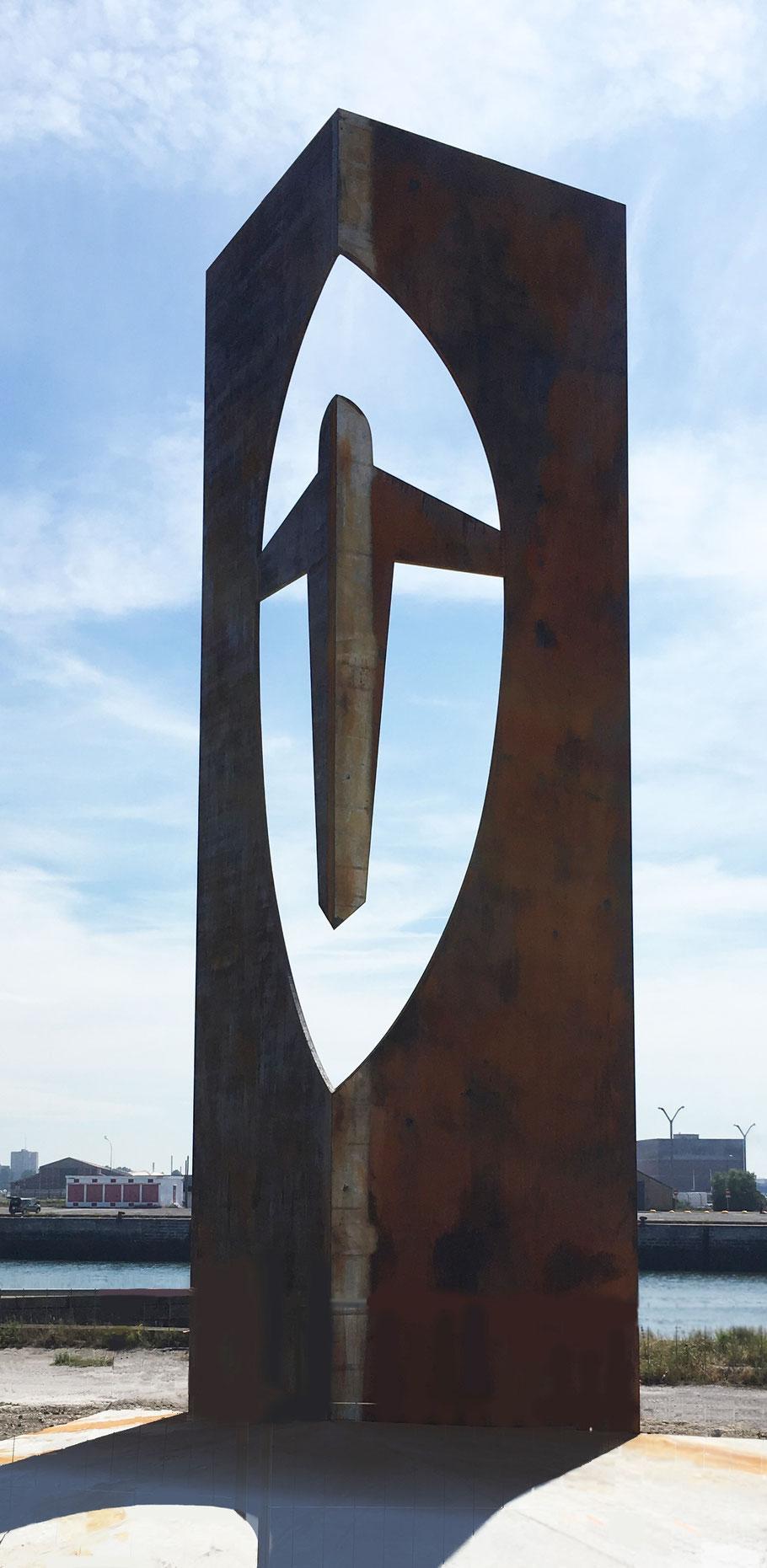 Calvaire des Marins de Dunkerque à la mémoire des marins et des soldats péris en mer ainsi que des ouvriers accidentés du port et de l'industrie, 2017, acier corten et béton, hauteur 11m, poids 22 tonnes