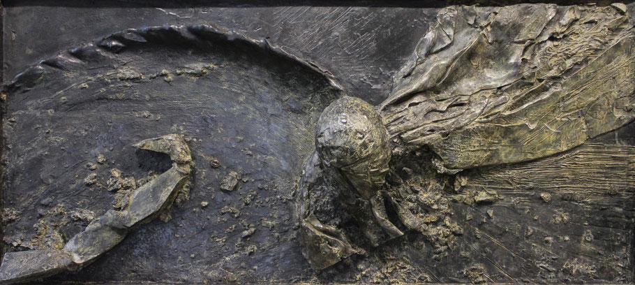 Le haut du monde, 2012, high relief in bronze II/VIII, 313 x 142 x 50 cm © Mathilde de Torhout