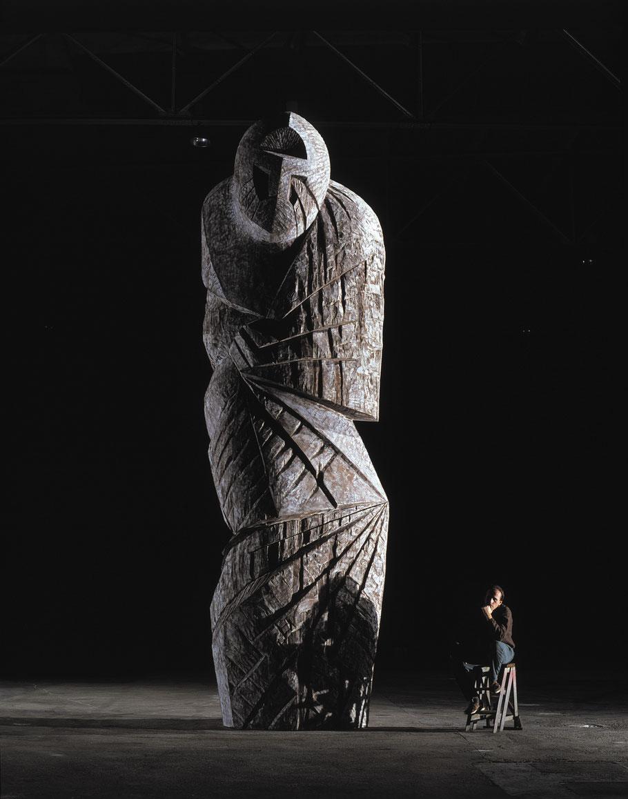 Goliath, 1989, Iroko chaulé, 700 x 220 x 175 cm © Luc Joubert