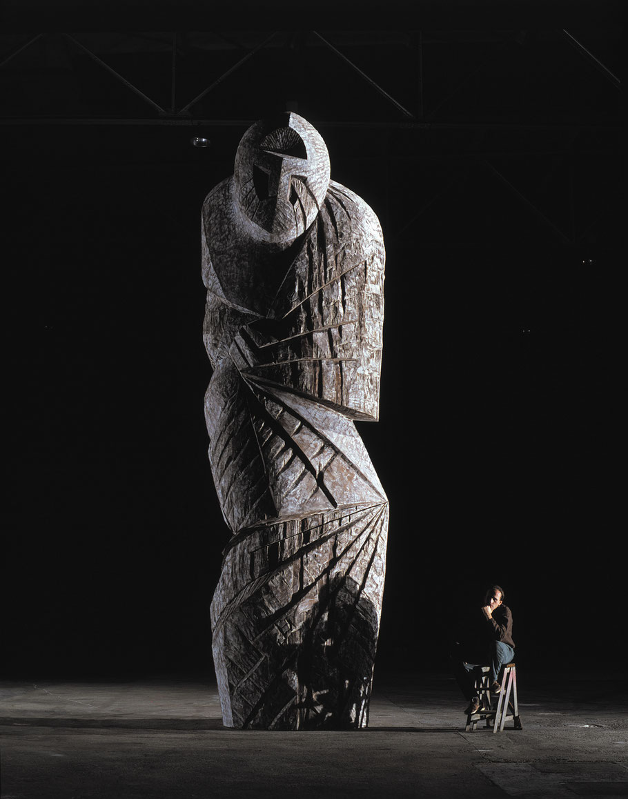 Goliath, 1989, oachred Iroko, 700 x 220 x 175 cm © Luc Joubert