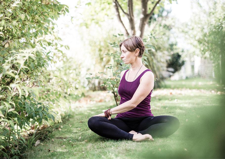 Der Drehsitz; MANYO Gleisdorf; Yoga-Workshops mit Anatomie in Theorie und Praxis