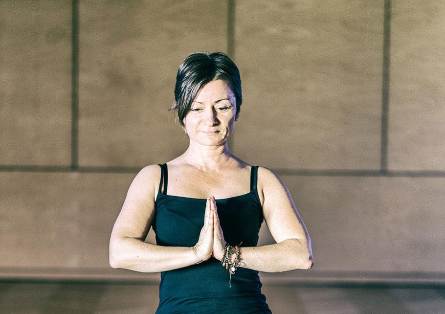 Portrait: Manuela Stangl - MANYO; Yogaveranstaltungen; Yoga-Wochenenden; Yoga-Tage; Yoga-Urlaub; Yoga-Reise; Yoga auf der Alm; Yoga und Wellness