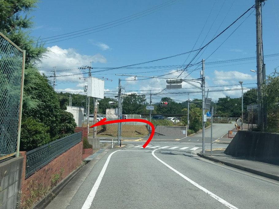 長坂中学校前交差点を左折