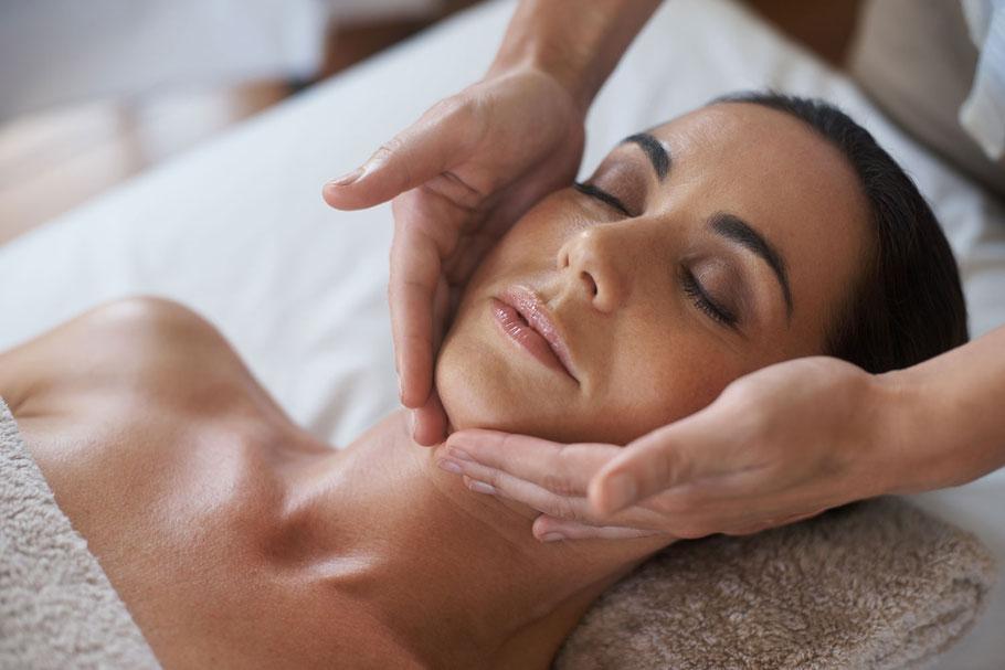 Schönheit, Wohlbefinden, Haut, wohl fühlen, frisch, gesund, Behandlung, Kosmetik, Gesicht, klassische Behandlung, Haarentfernung, Mikroneedling