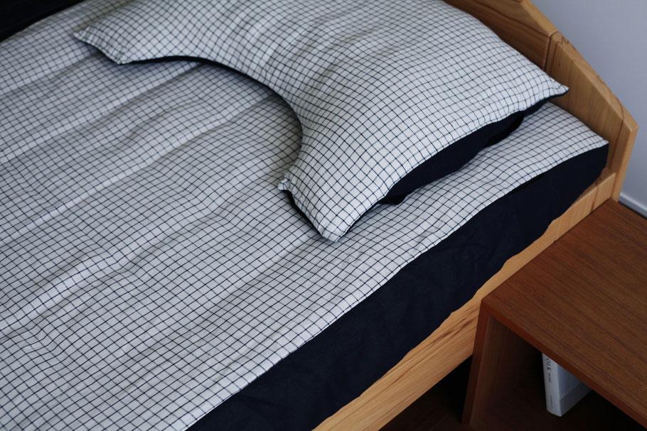 洗い立てのリネン素材は、薄着で眠る季節にこそ、その肌触りの良さを実感できる