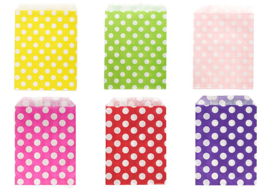 Papiertüten mit weißen Punkten in gelb, grün, rosa, pink, rot und violett