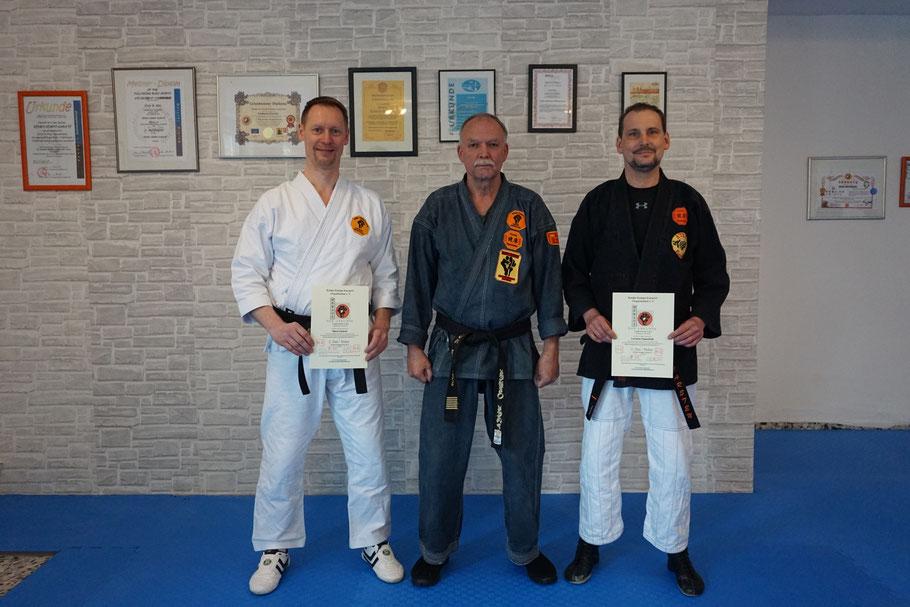 Von links: Sensei Marco Kurze, GM Erich B. Ries und Sensei Carsten Papenfuß