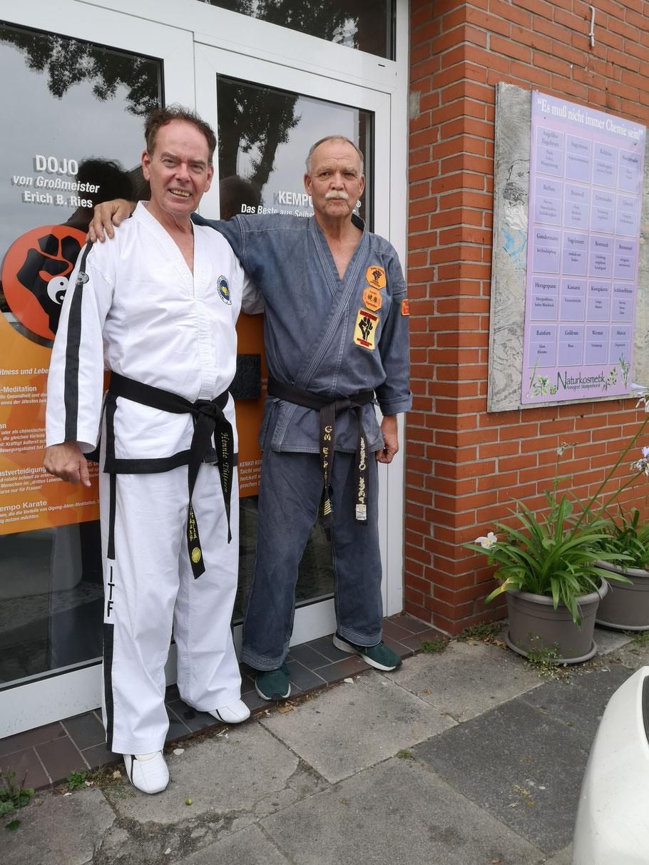 Hennie Thijssen, 7. Dan Taekwondo (ITF) links und GM Erich B. Ries