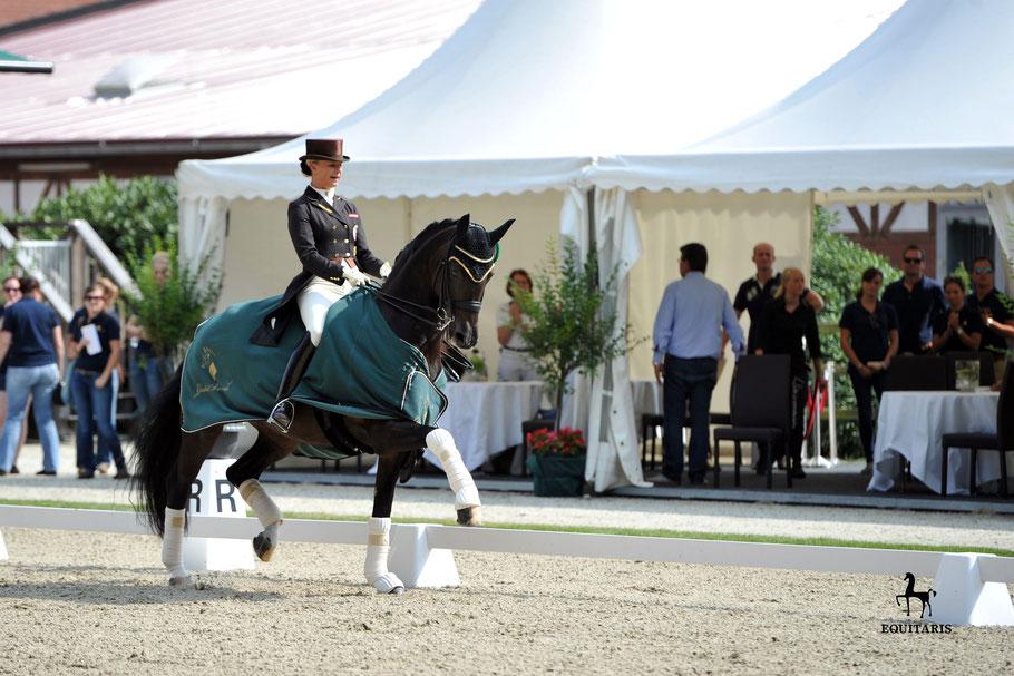 Die 13-fache österreichische Staatsmeisterin Victoria Max-Theurer (hier auf Della Cavalleria OLD) geht in Cappeln an den Start. Foto Tanja Becker