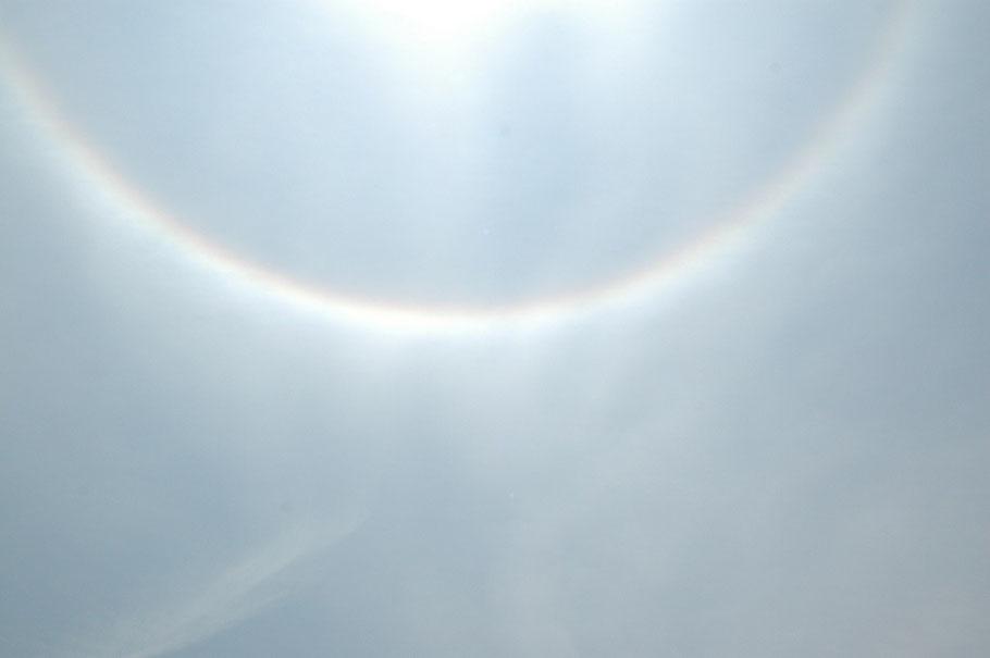 2007.6.2 南綾瀬小学校運動会、一番最初に気が付いた志田校長先生があいさつのとき、皆さん空を見てください。虹がかかっていた。それも反対の弧を描いていた。