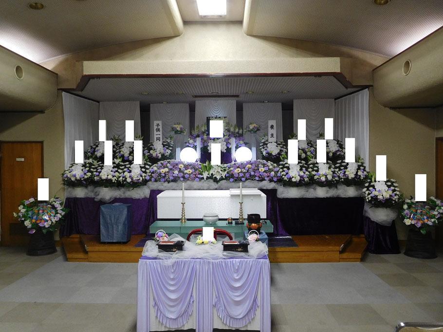 舟戸斎場の生花祭壇