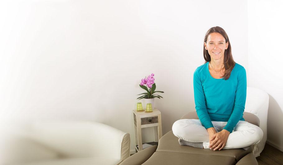 Claudia Schmid in Behandlungsraum